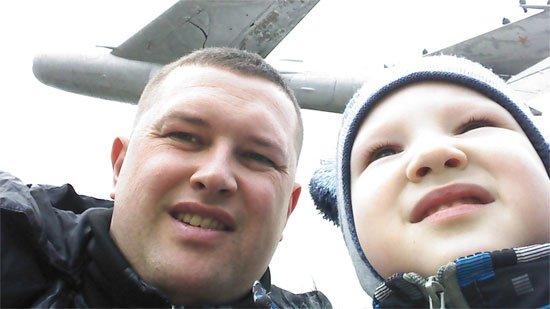 Я и Демидка на прогулке у самолета